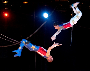 Flying-Caceres trapeze