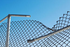 repair-chain-link-fence_300_200