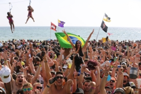 beach party crowd