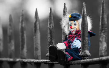clown-on-fence